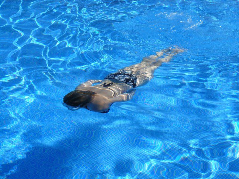Zajęcia z pływania. Dobroczynny wpływ na nasze zdrowie