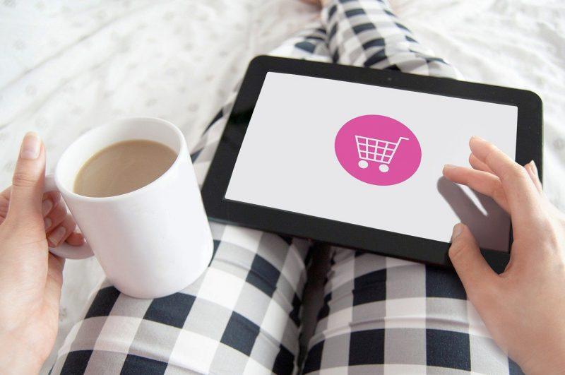 Tanie kosmetyki – online czy stacjonarnie? Jak kupować najtaniej?